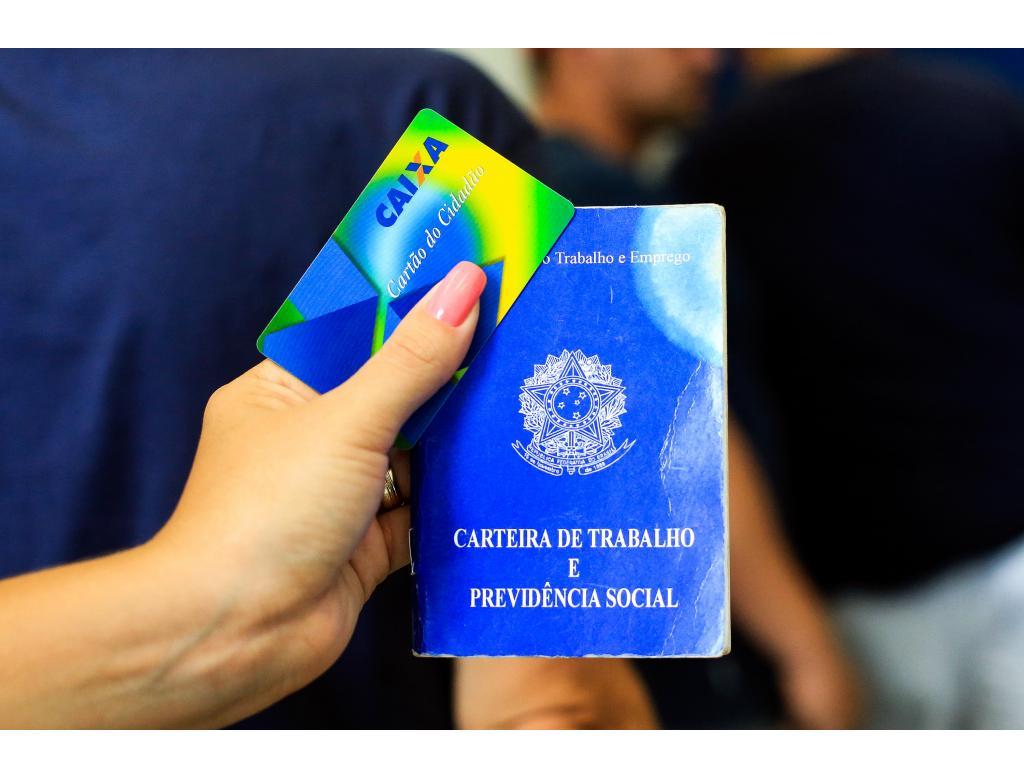 Governo estende prazo do saque do abono do PIS/Pasep para 5 anos.
